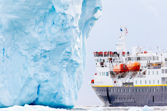 antarctica_ship-travel_travel-photography_andrew-peacock